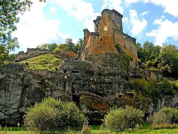 Ruin of a castle in the Dordogne