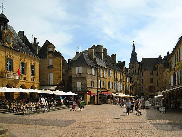 View on market square of typical Dordogne town.