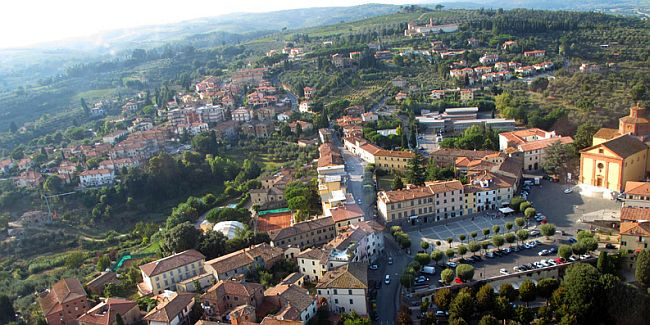 Birdseye view of a town in Tuscany, Italy.