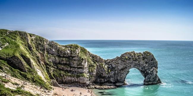 Rock arch in the sea at Durdle Door