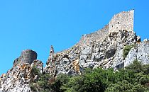 Peyreperteuse castle seen from below againste a blue sky