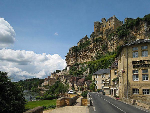View on riverside Dordogne village
