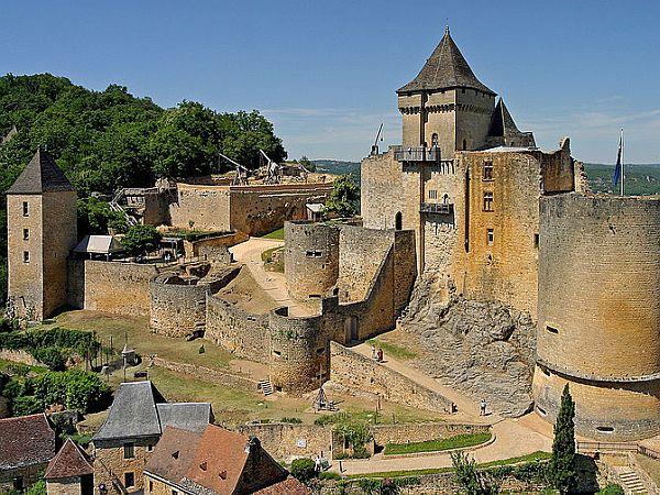 Overview of Castelnaud castle