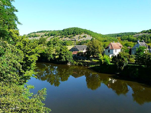Wide river with houses along its bank in the Dordogne.