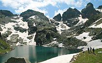 Lake surrounded o snowy rocks