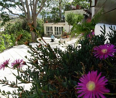 casa-guadalest-walking-holiday-accommodation-outside-garden