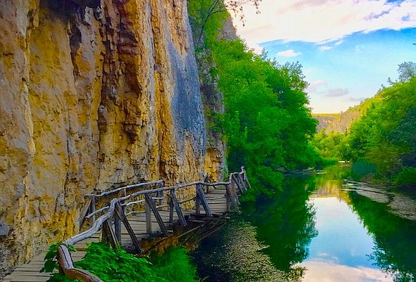 Walking trail along high cliffs and a river