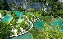 Beautiful turquise lakes and a walking trail in the middle