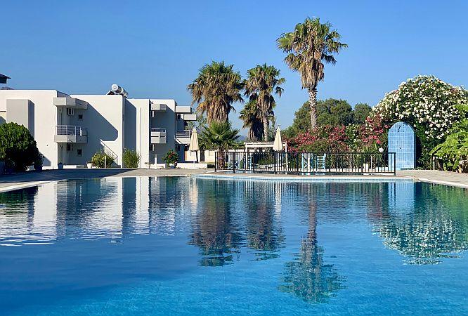 Hotel's swimmingpool